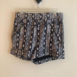 Pants - Super high-waisted shorts
